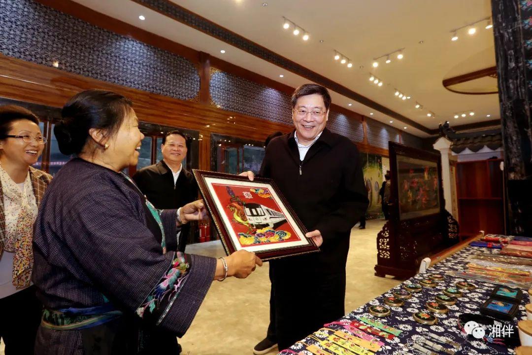湖南省委书记杜家毫六赴十八洞