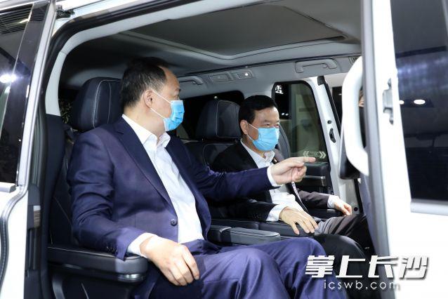 郑建新在广汽集团走访考察。通讯员 郑文锋 摄