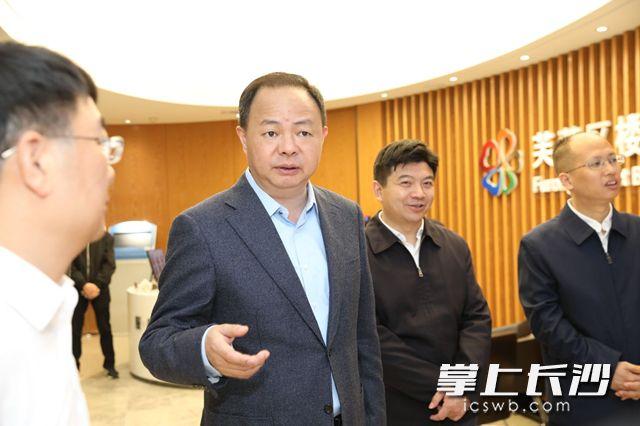 郑建新在芙蓉区调研督导经济社会发展。刘书勤摄