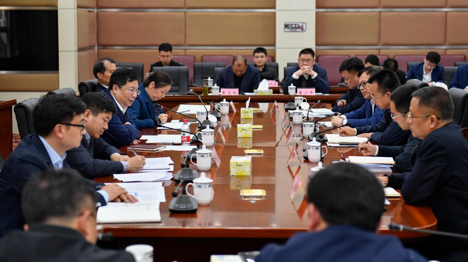 胡衡华到开福区调研经济社会发展情况,并主持召开座谈会。长沙晚报全媒体记者 余劭劼 摄