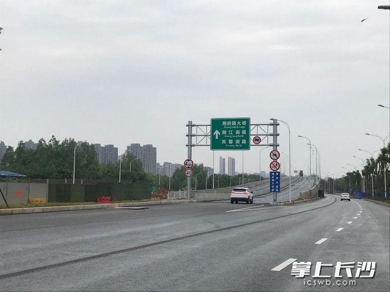 长沙湘府路快速化改造(河西段)洋湖路段入口。