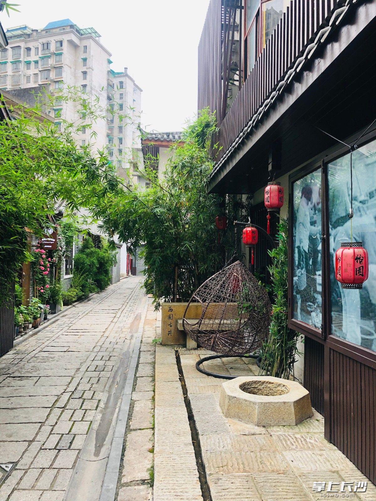 西园古井在位于湘春路西园北里入口处。