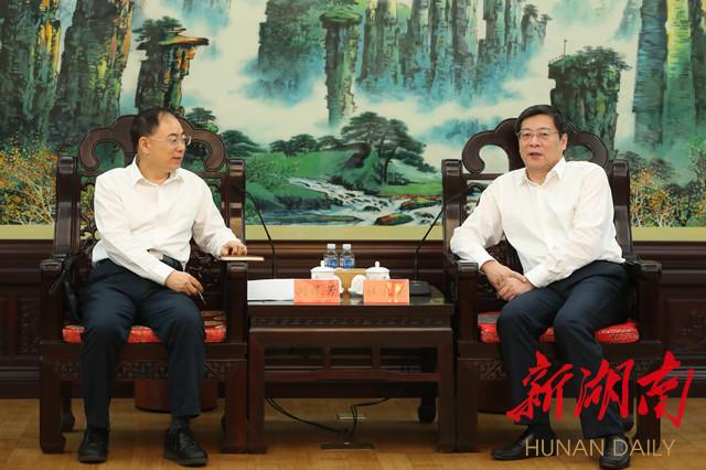 5月12日下午,省委书记杜家毫在长沙与国家铁路局党组书记、局长刘振芳一行座谈。湖南日报记者 罗新国 摄.jpg