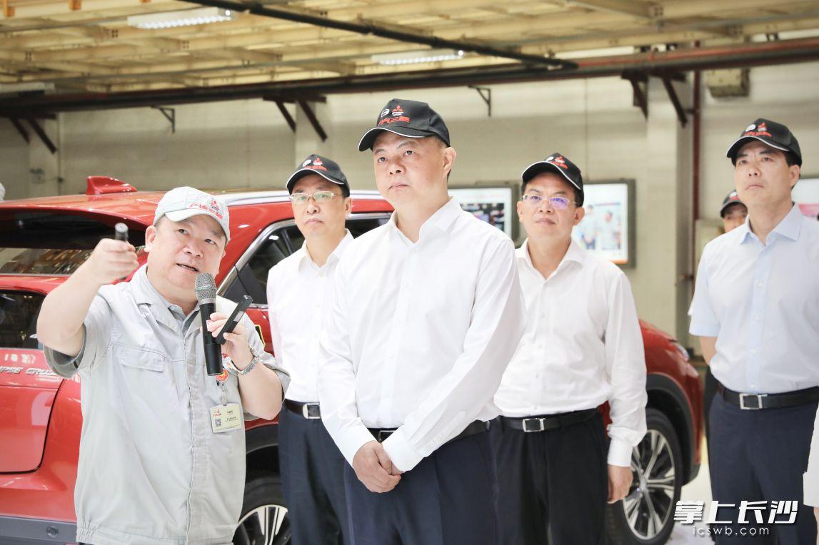 郑建新在广汽三菱汽车有限公司调研。图片均为刘书勤摄
