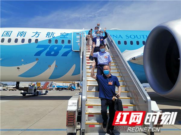 出席十三届全国人大三次会议的在湘全国人大代表抵京