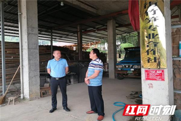 清风头条丨桃江县纪委监委:一人一村,吃住在