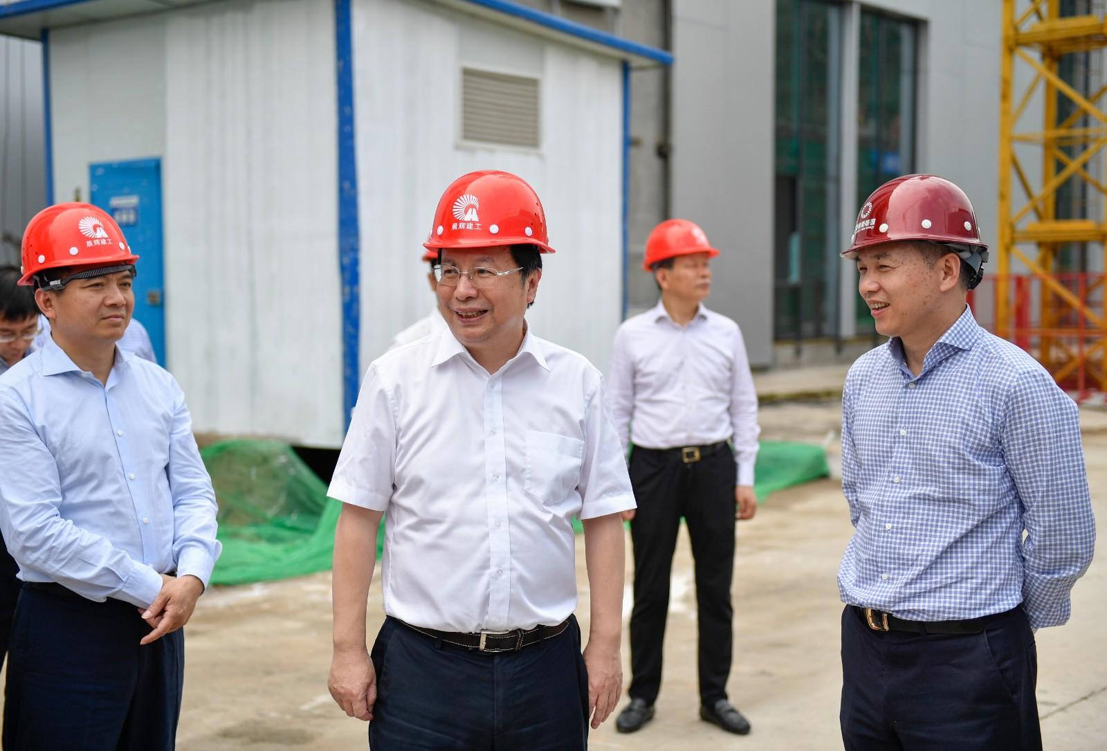 今天下午,省委常委、市委书记胡衡华在长沙高新区调研桑顿新能源项目。长沙晚报全媒体记者 余劭劼 摄