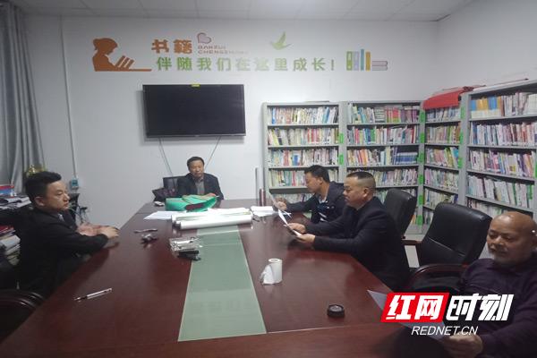 陈锦发组织多方进行问题解决协商.jpg