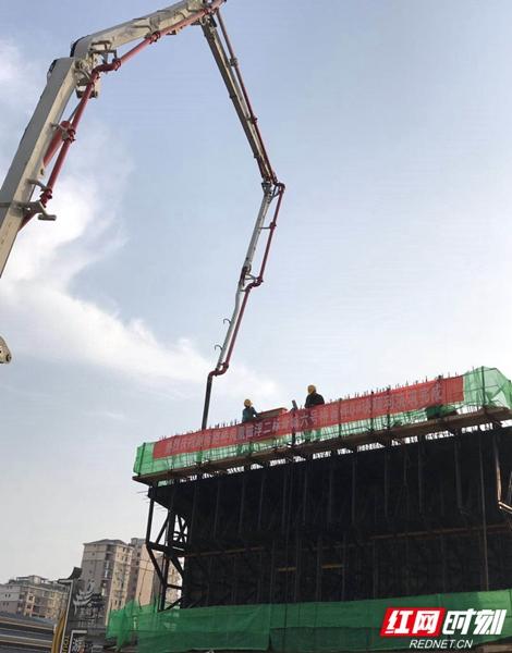 6、湖南路桥凤凰磁浮2标奇城区间6号桥首件连续梁0#段顺利浇筑完成.jpg