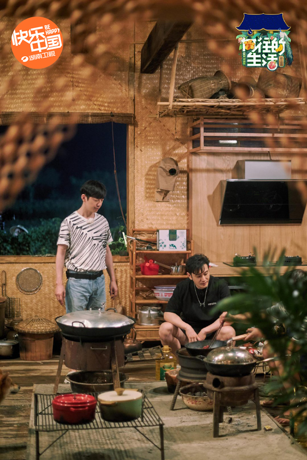 """黄晓明做客《向往4》 蘑菇屋出现""""真香""""现场"""