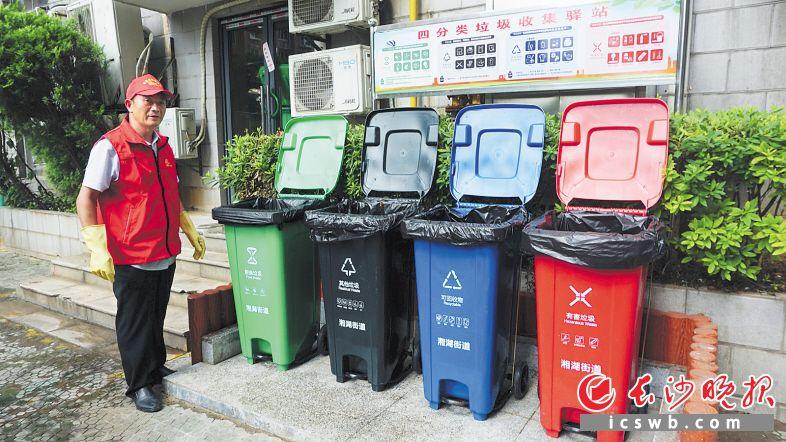 开福区清水塘社区内,四分类垃圾桶随处可见。长沙晚报通讯员 高思玥供图