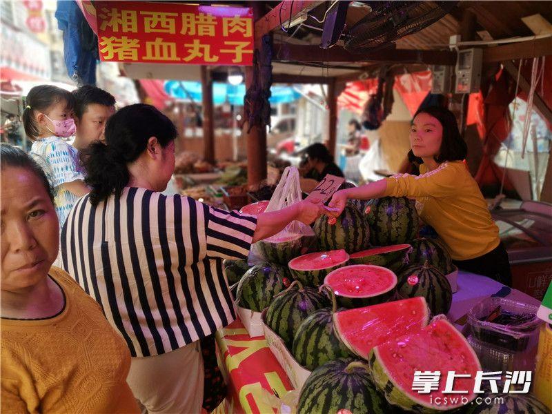 下碧湘街人气旺盛。