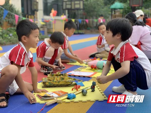 """""""讨价还价""""的活动现场。图片来源:芙蓉区东岸锦城幼儿园.jpg"""