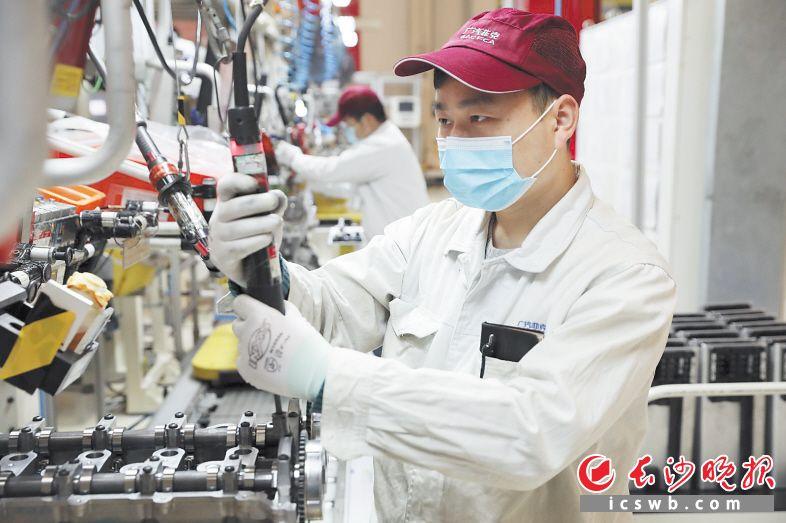 广汽菲克长沙工厂融合了先进的规划布局、工艺装备和管理模式,具有较高的数字化和自动化水平。 长沙晚报全媒体记者 王志伟 摄
