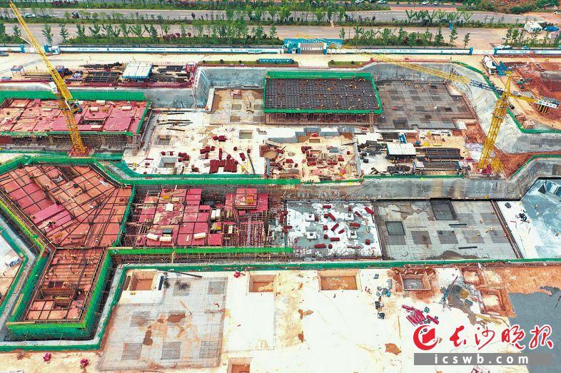 长沙县人民医院预计今年年底实现主体完工,2022年竣工投用。新医院建成后,将为长沙县新增床位1200张。   长沙晚报全媒体记者 黄启晴 摄