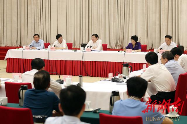 6月3日下午,省委召开加强网上舆论宣传、做好互联网工作交流会,省委书记杜家毫出席并讲话。.jpg