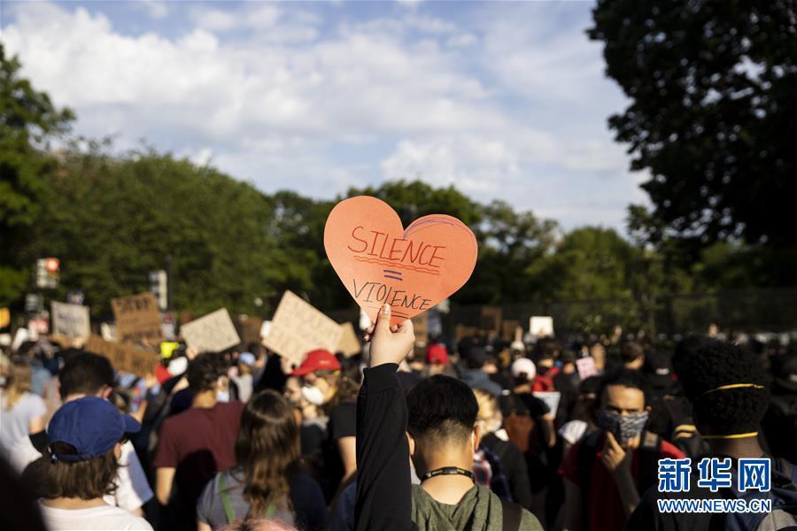 美国华盛顿示威者继续走上街头