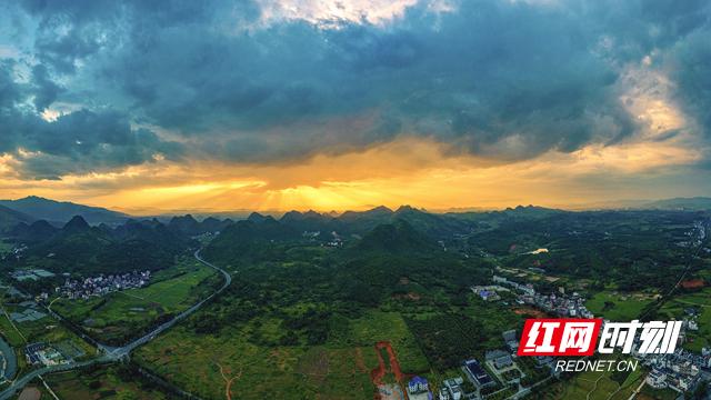 6月10日18时20分拍摄于宁远狮子山公园的云隙光.JPG