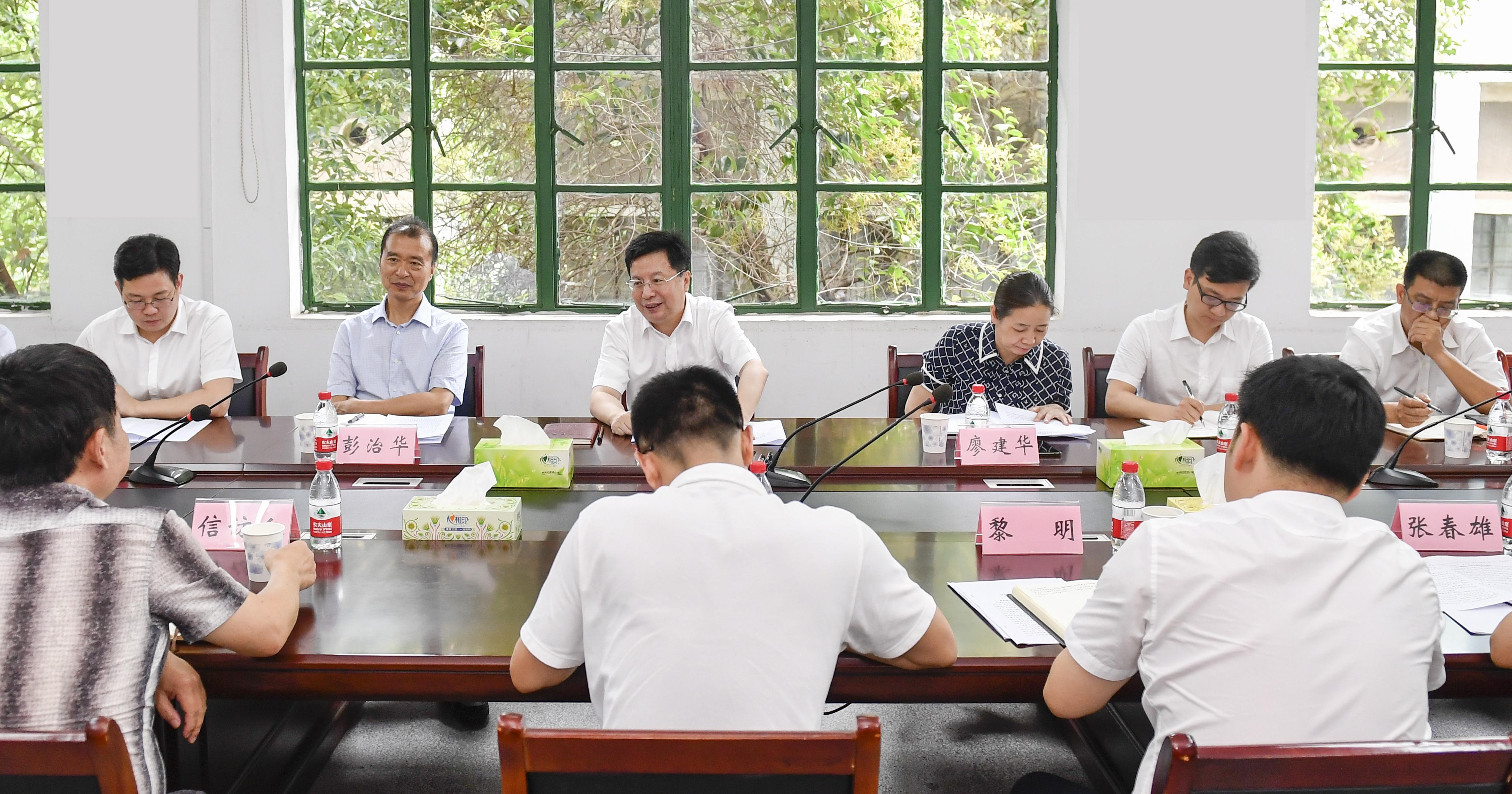今天下午,省委常委、市委书记胡衡华到开福区下沉督访。长沙晚报全媒体记者 余劭劼 摄