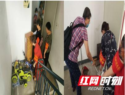 社区志愿者在清理楼道堆物及卫生死角_副本.png