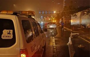 严密组织保交通畅通 骤风暴雨显城管担当