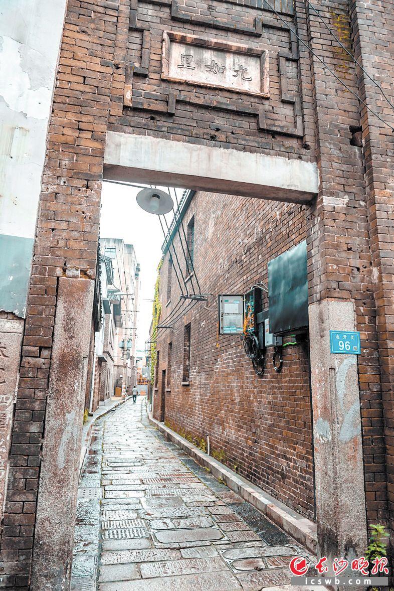 """盘活""""三资"""",让潮宗街历史文化街区的老旧房屋变成了财富。                                   陈飞 摄"""