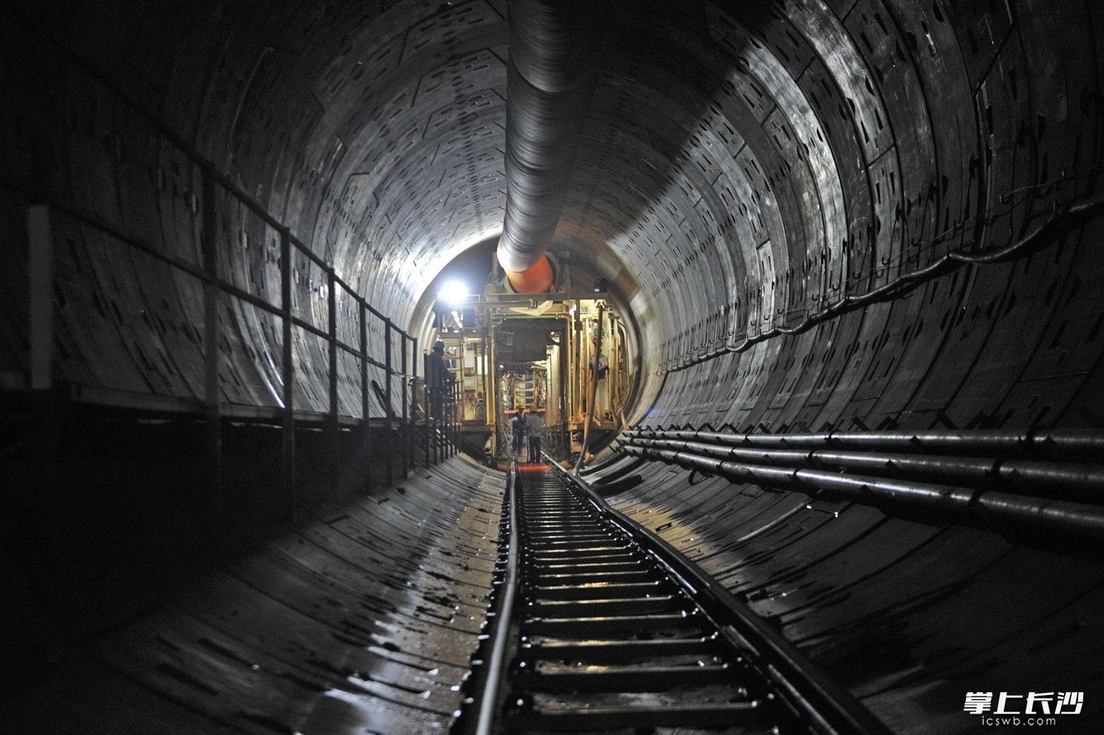 2017年5月12日,长沙地铁5号线晚报大道至朝阳站区间右线盾构机顺利下穿浏阳河风险点,实现了双线成功穿越全线重大危险区。 均为长沙晚报记者 王志伟 摄