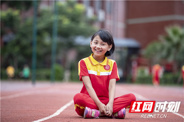 """01,这名小孩叫张炎林,也是我们音乐剧的原型""""小雅""""姑娘。.jpg"""
