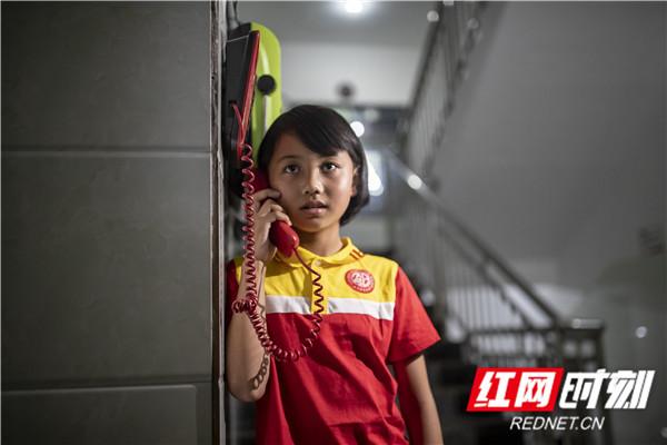 """06.""""小雅姑娘""""告诉我,很久之前就和爸爸约好了今天打电话的。几分钟后,她失落的挂掉了电话,说可能爸爸正忙,没听到电话。.jpg"""