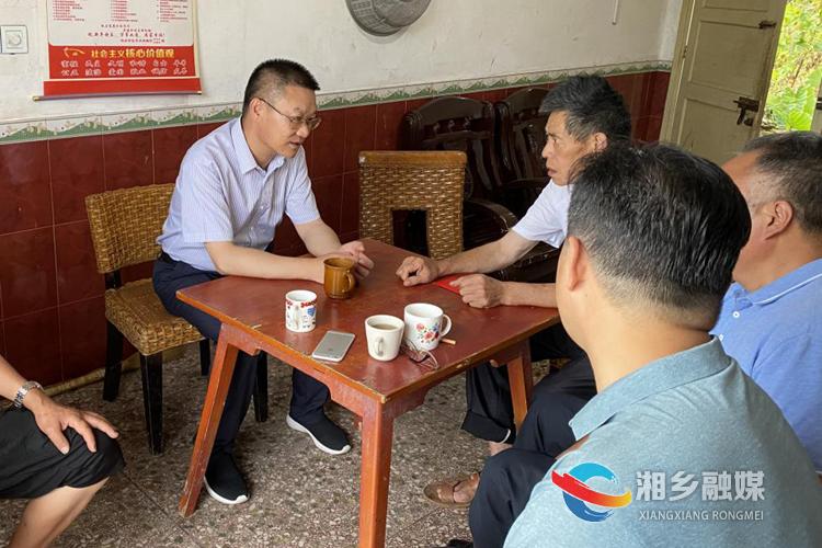 周俊文到东郊乡走访慰问困难党员
