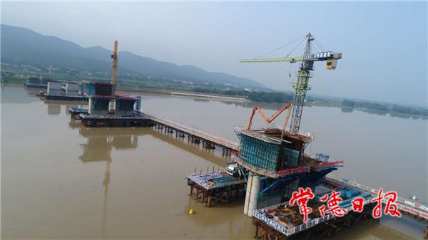 献礼建党99周年张公庙澧水特大桥首个主桥墩成功浇筑