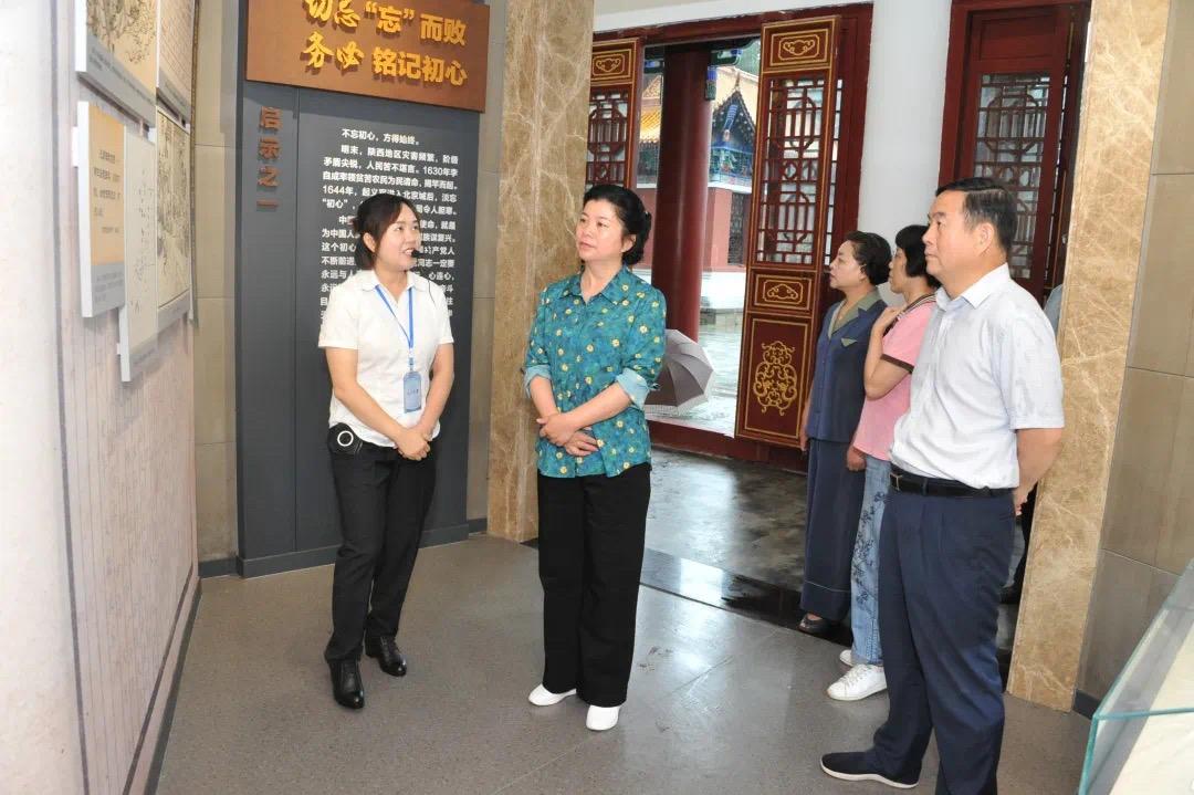 市人大常委会领导到石门县走访人大代表