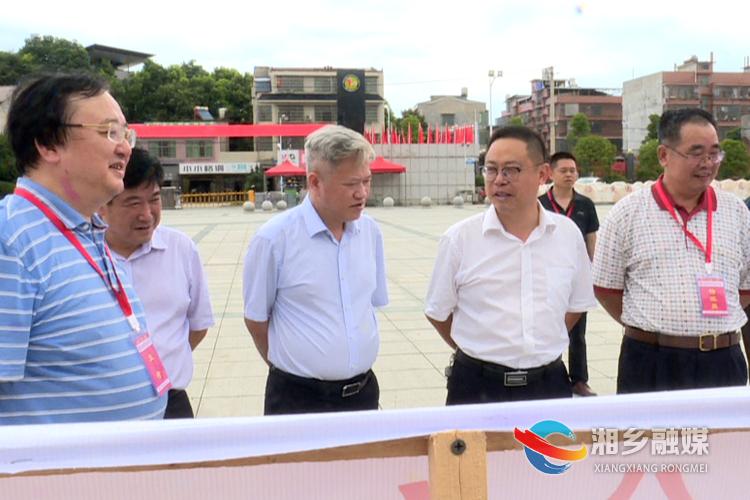 彭瑞林在湘乡二中督查指导高考备考工作。.png