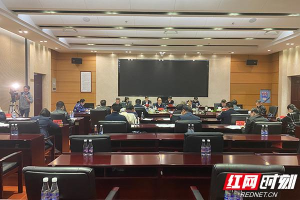 4月9日,湖南省人大建议督办组赴省人社厅,对2020年度省人大常委会重点处理代表建议办理情况进行督办。.jpg