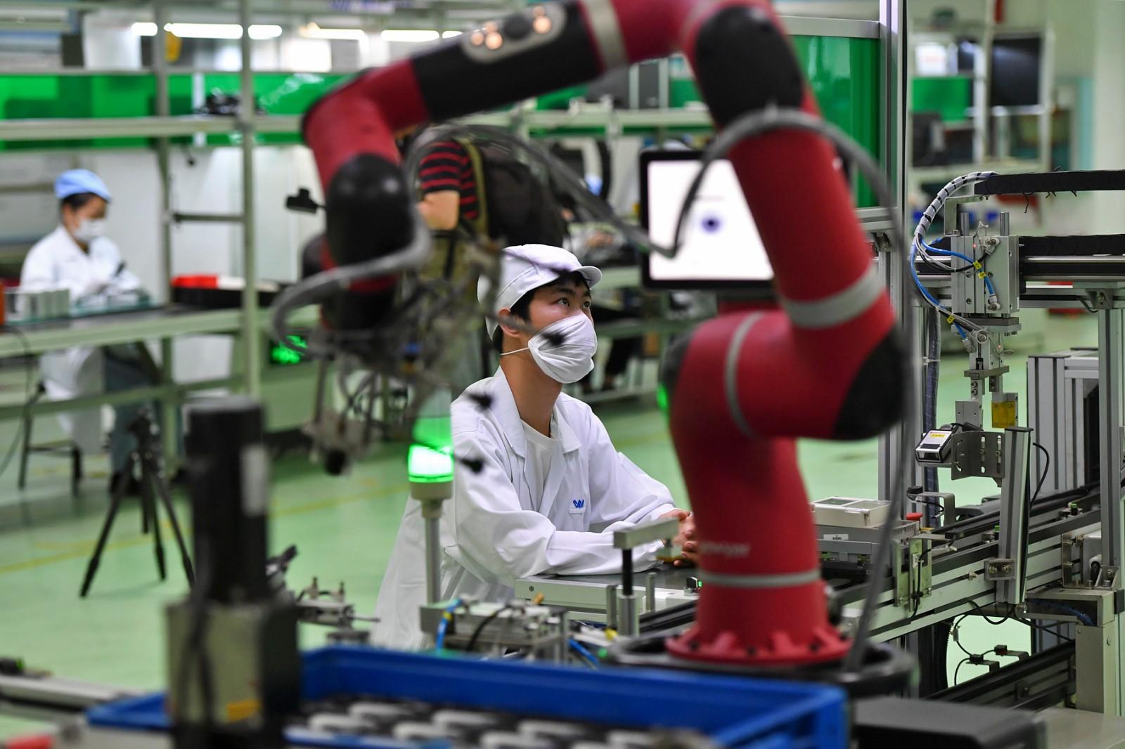 威胜集团生产车间引入智能化生产线与智能协作机器人,生产效率得以大幅提升。 长沙晚报全媒体记者 王志伟 摄