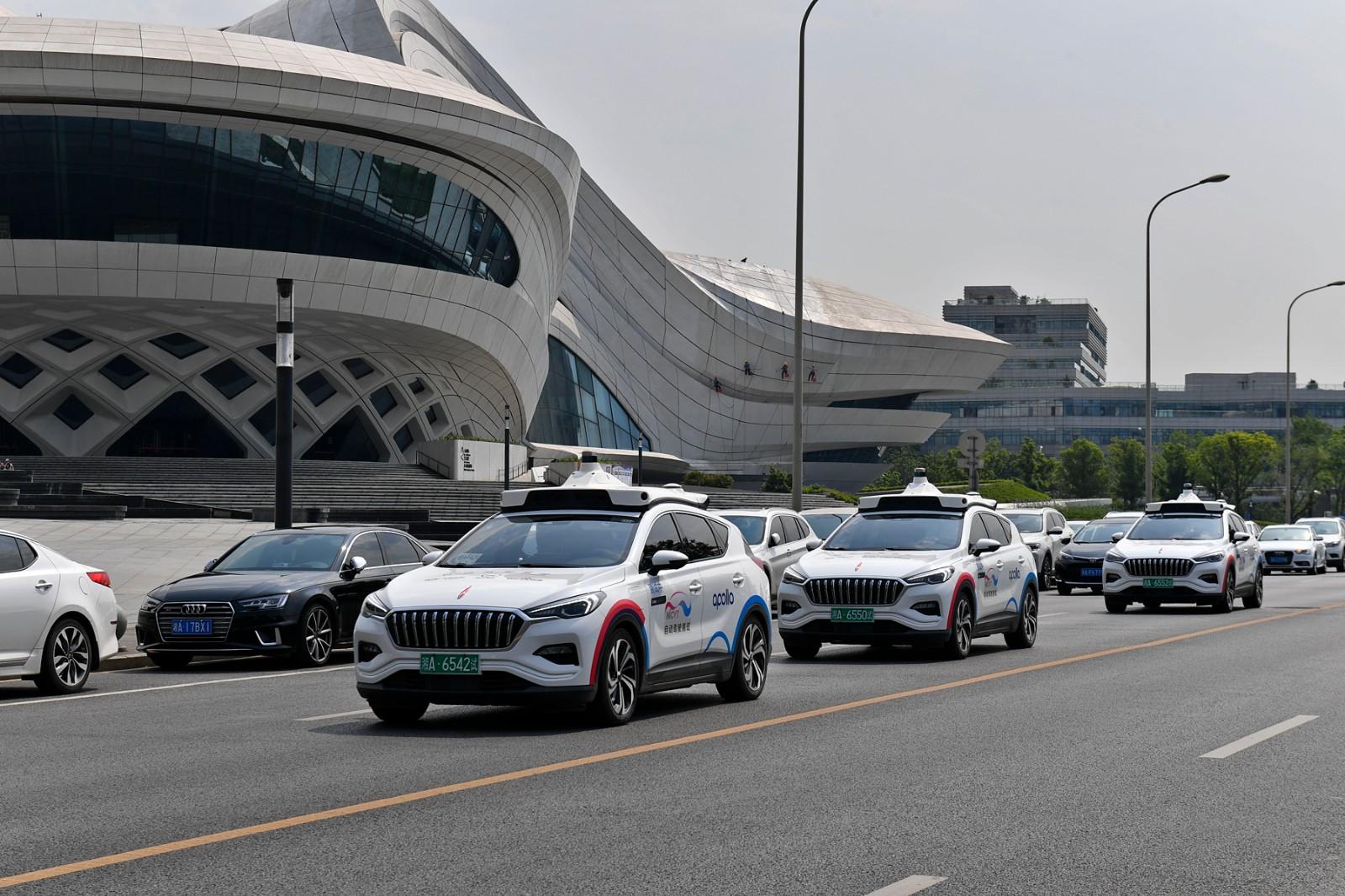 今年4月19日,百度在长沙全面开放Apollo Robotaxi自动驾驶出租车服务,市民只要点一点手机,一台自动驾驶的出租车就能载你抵达目的地。 长沙晚报全媒体记者 王志伟 摄
