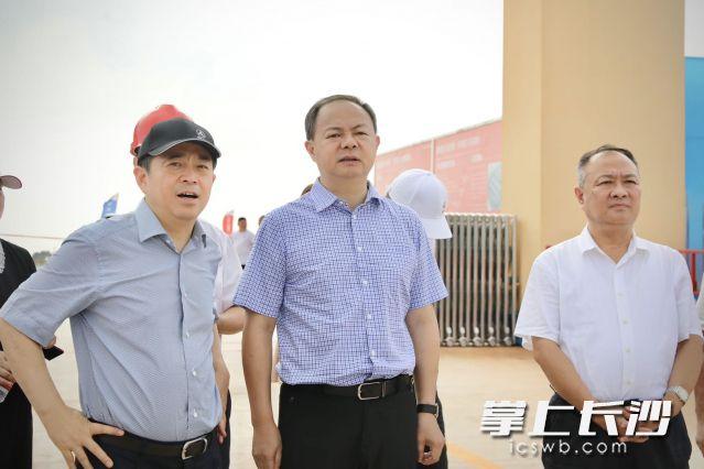 郑建新实地调研了三一智能重卡和工程机械扩产项目。刘书勤 摄