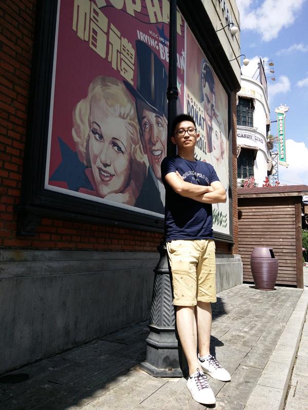 孔德淇,男,广东云浮人。本科毕业于中山大学中文系,研究生毕业于南京大学新闻传播学院。