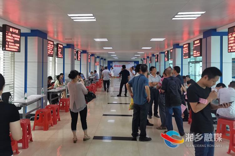 湘乡为退伍军人送岗位 34人达成就业意向