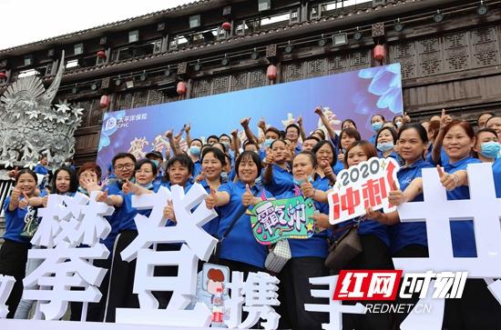 武陵源迎来三千余人会议旅行团 各景区人气渐长