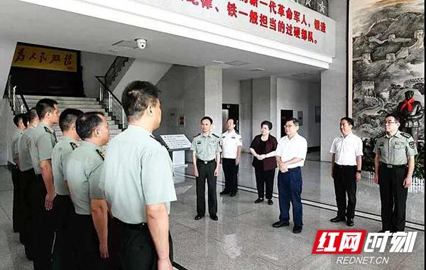 曹炯芳等市领导慰问驻潭部队官兵和退役军人