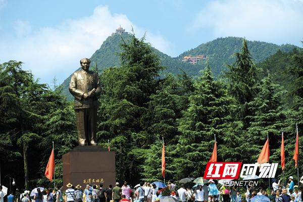 毛泽东铜像广场_副本.jpg