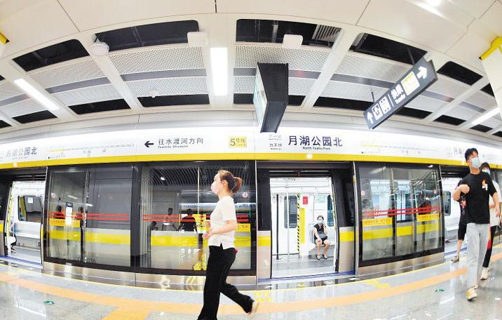 """地铁""""挑大梁"""" 长沙地铁7月客运量占比首次超越常规公交车"""
