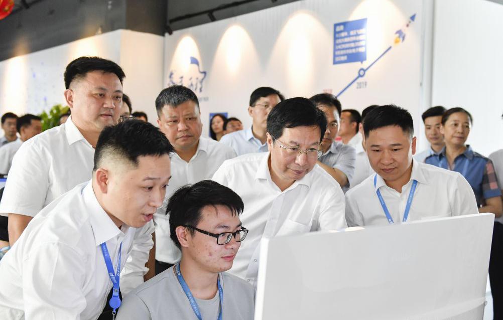 """胡衡华:壮大视频产业集群 加快打造""""中国V谷"""""""