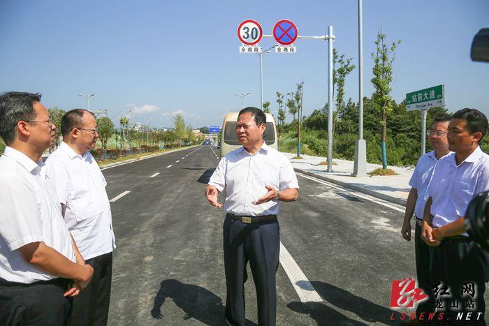 察看G353道路建设情况_副本.jpg