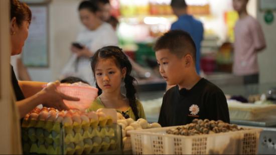 【摩登3登录】湖南卫视《谁知盘中餐》采购插秧劳动生活课堂暖心上线