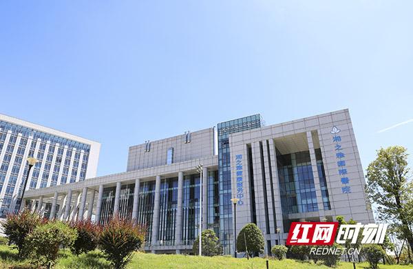 湘之雅国际医院按照二级甲等医院标准设置,与飞利浦、迈瑞医疗等国际品牌公司合作,引进顶尖医疗设备。蒋炼 摄副本.jpg