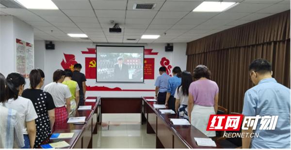 市中心医院组织观看向抗战烈士敬献花篮仪式178.png