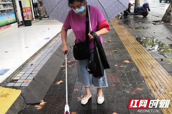 助力文明城市建设 志愿者在行动_乡街新闻_岳阳