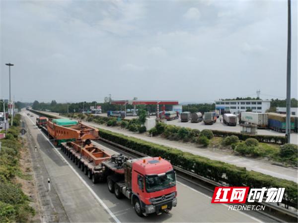 百万机组定子大件安全通过湖南永州高速463_副本.png